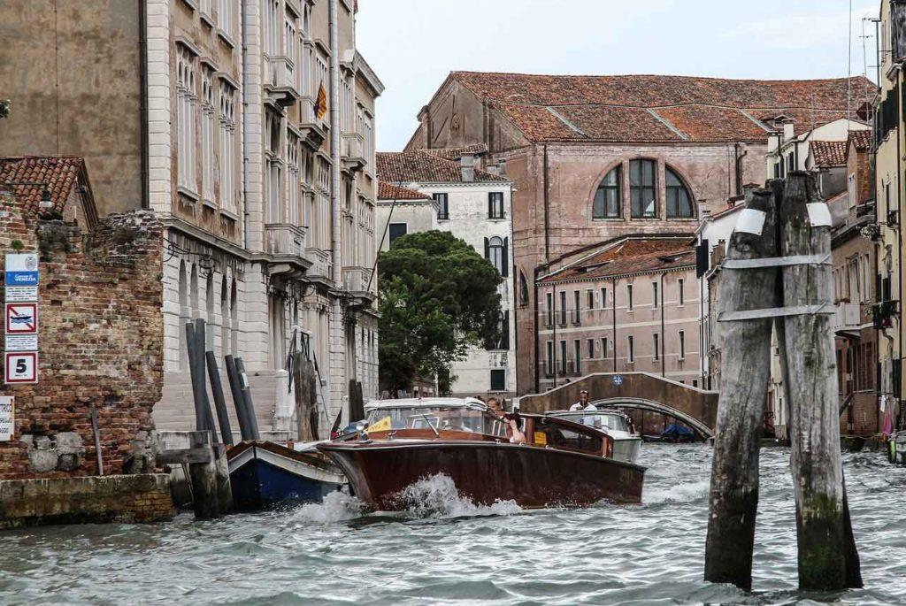 Was sind Wassertaxis in Venedig?