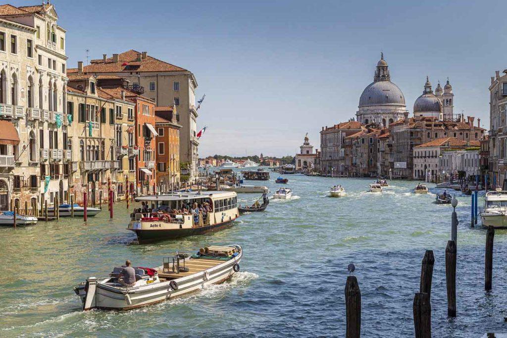 Taxiboote in Venedig