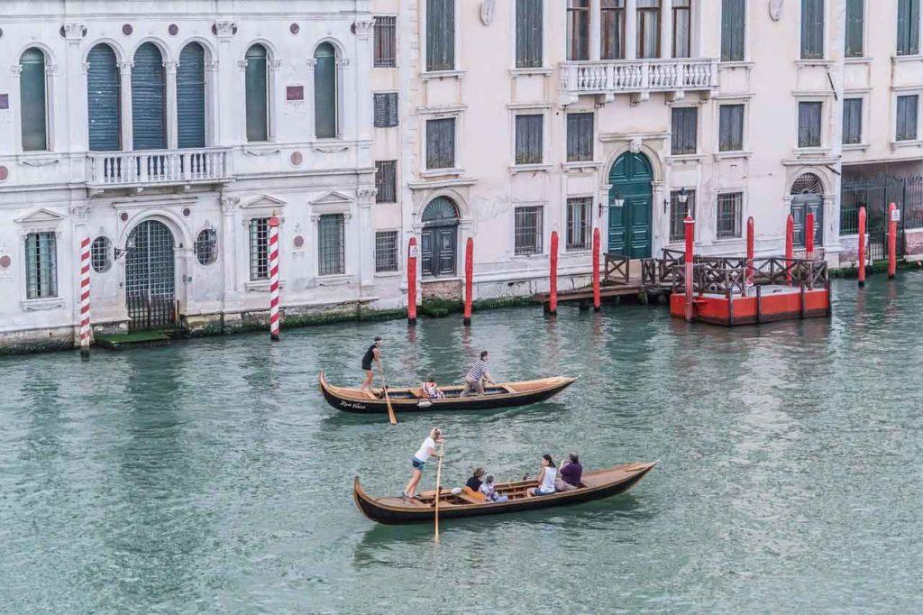 Hotelzimmer mit Blick auf den Canal Grande